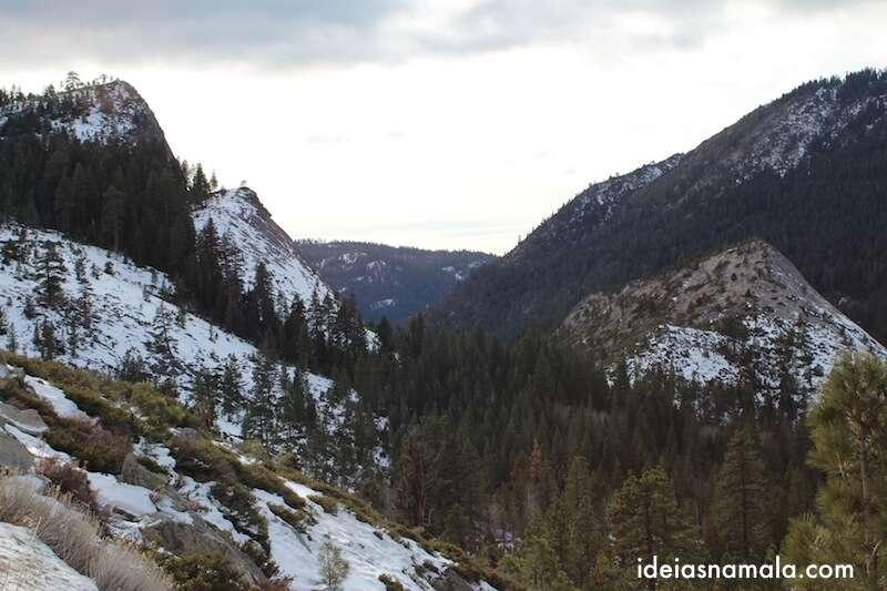 Montanhas congeladas perto de Tahoe