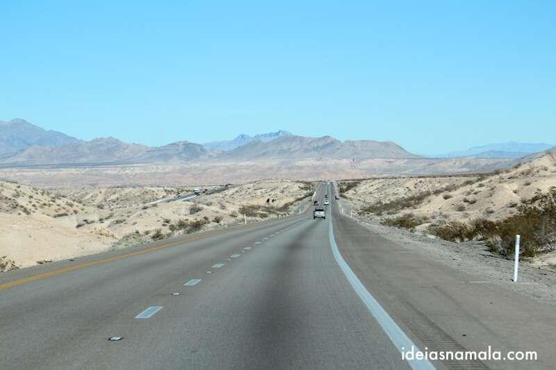 Saindo de Las Vegas o deserto continua
