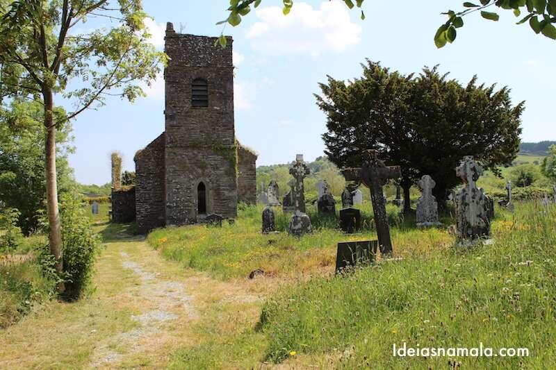 Inchgeelagh – antiga igreja e cemitério.