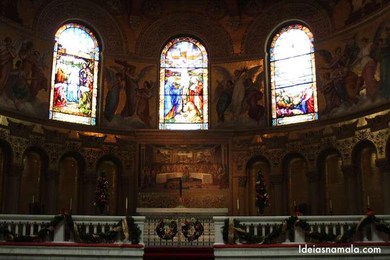Interior da igreja de Stanford