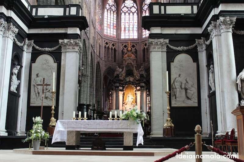 Altar da catedral de St. Bavos,