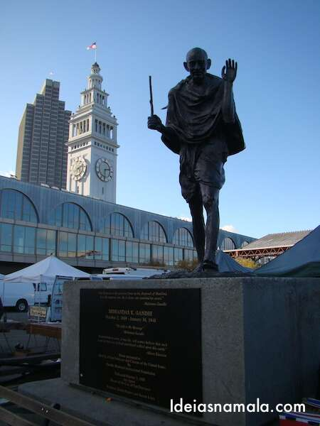Estátua de Gandi - Ferry Building - San Francisco