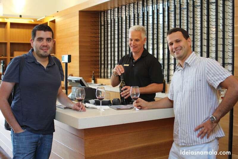 Degustando vinho na Etude Wines