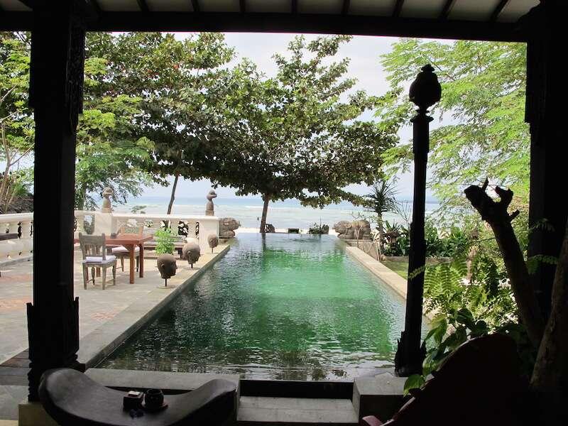 Lombok, piscina na beira da Praia