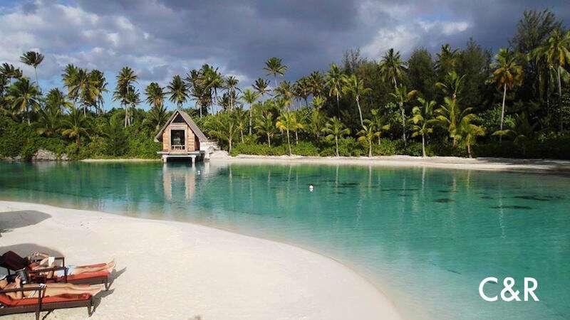 Águas transparentes no Tahiti