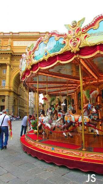 Florença: Carrossel na Piazza della repubblica