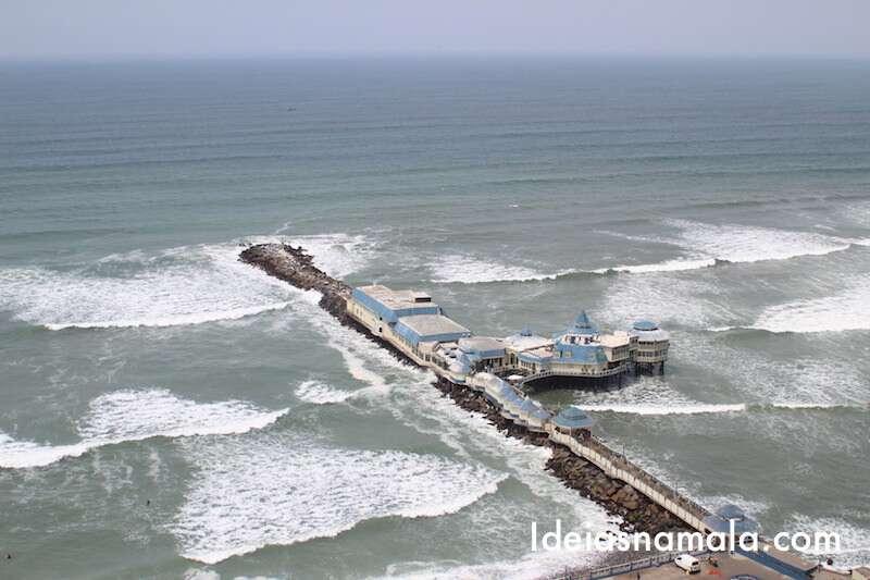 Restaurante na costa de Lima