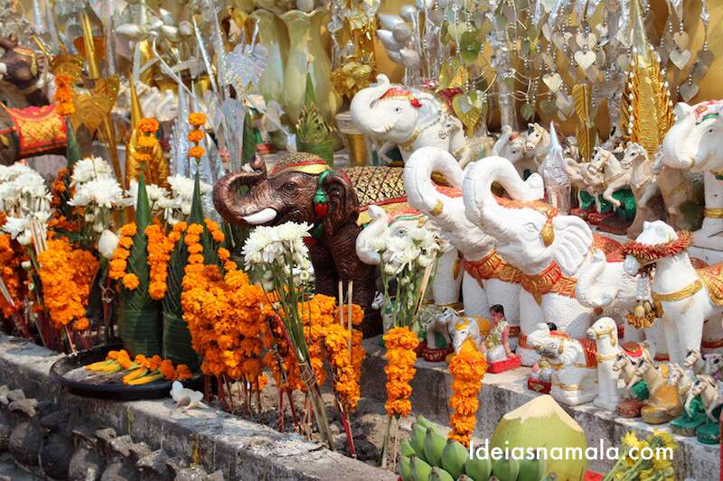 Altar caprichado da estátua de Chao Anouvong