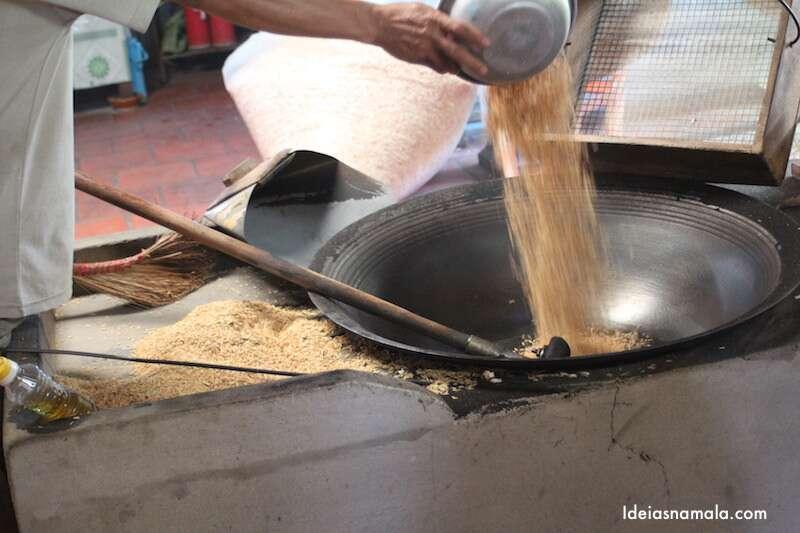 Produção pipoca de arroz