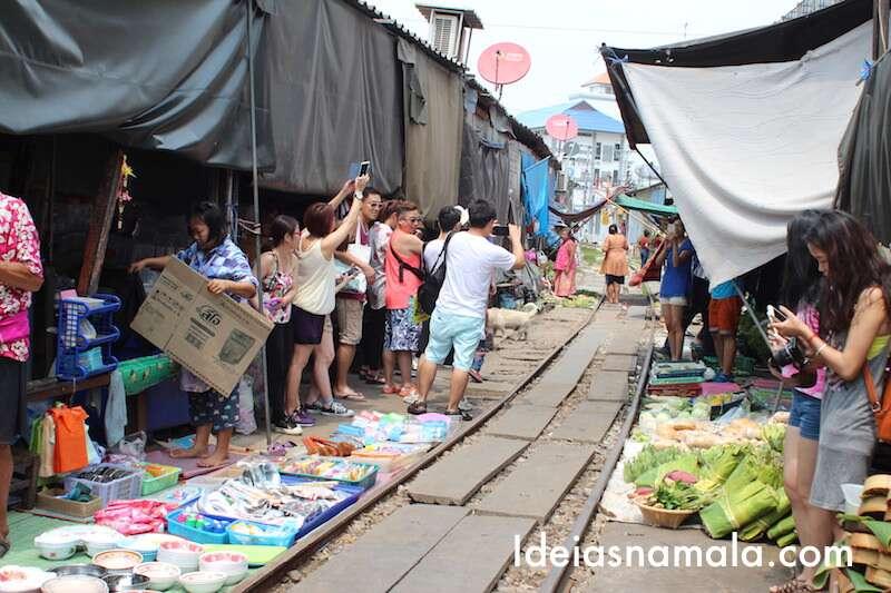 Barracas desmontadas em Maeklong - Tailândia