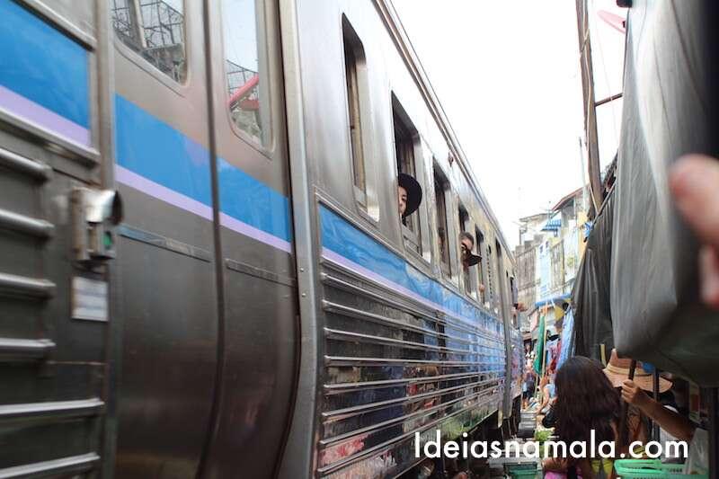 Maeklong : Trem passando