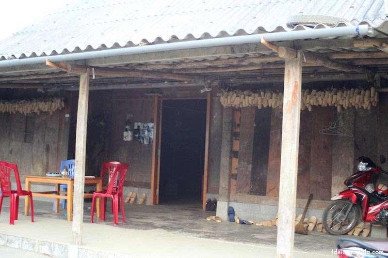 Casa de família em Sapa. Repare nos milhos secando na porta