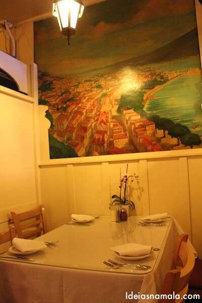 Os murais do restaurante foram pintados há mais de 80 anos atrás e retratam imagens da Costa Amalfitana.