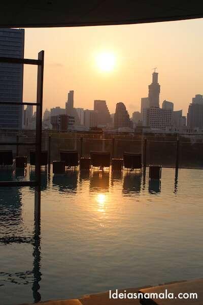 Vista da piscina o Hilton Bangkok