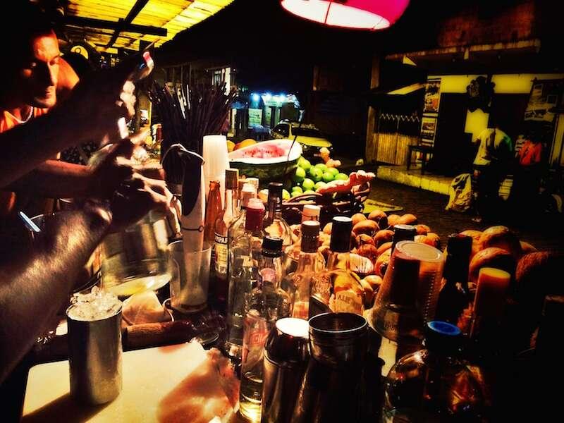 Drinks caprichados no Favela em Itacaré