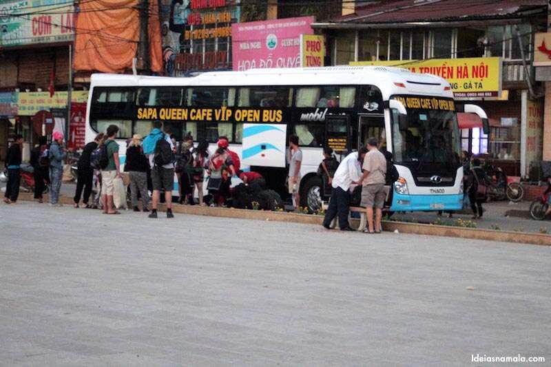 Ônibus noturno: chegada em Sapa
