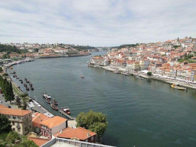 Rio Douro Cortando Gaia e Porto