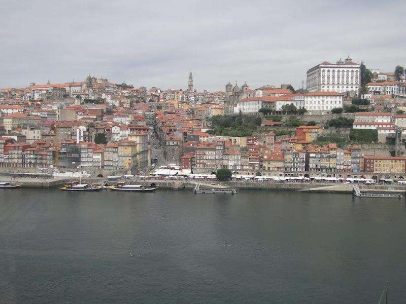 Vista do Cais da Ribeira em Port do Teleferico