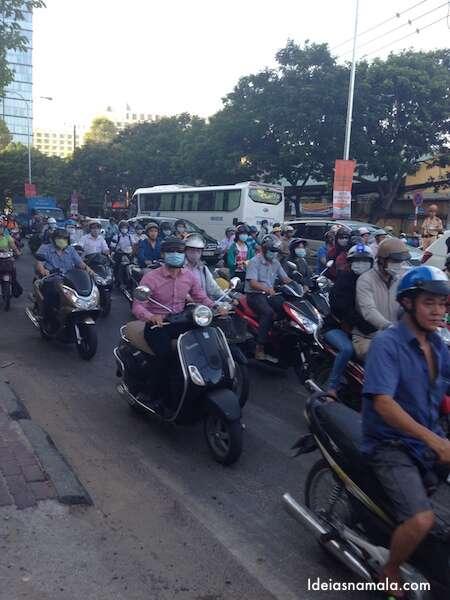 Congestionamento de motos no Vietnã