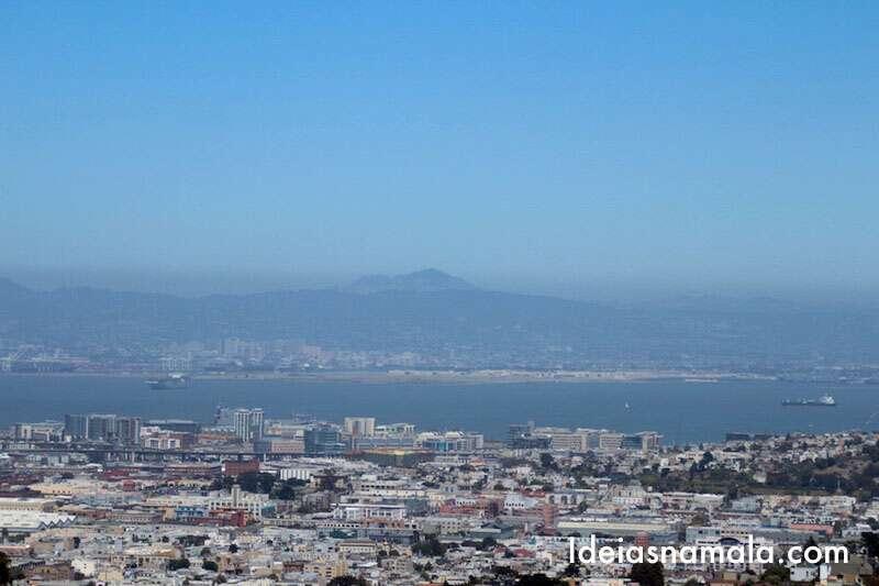 Olha só o Monte Diablo nos olhando do outro lado da baía
