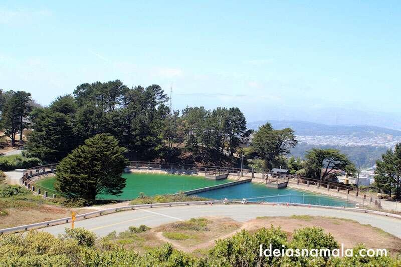 Estação de tratamento de água vista do alto do Twin Peaks
