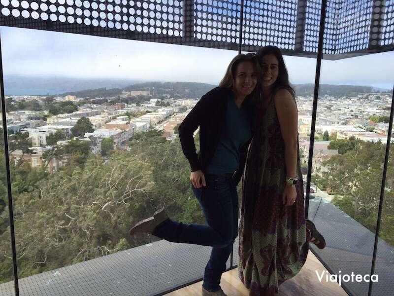 E olha nós fazendo pose da torre! #FotoJacu | Foto: Viajoteca.com