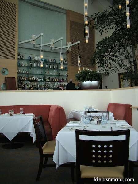 Parte Interna do restaurante Sutro's na The Cliff House