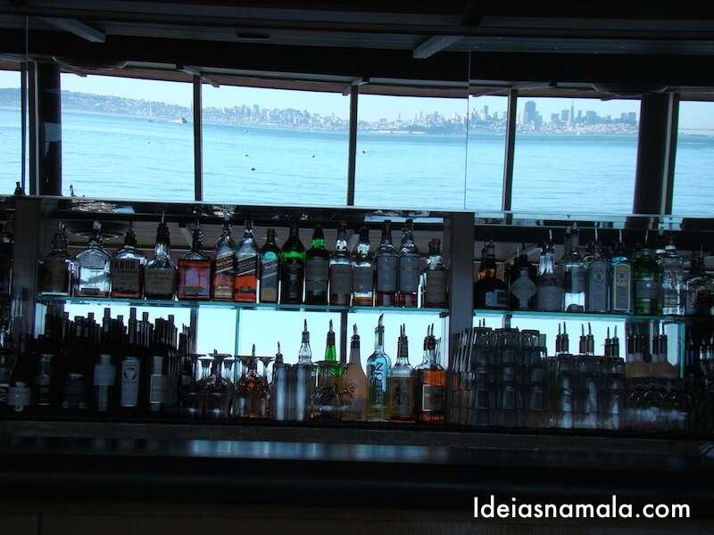 Pra quem não que almoçar, a dica é tomar um drink no The Spinakker, olha só que vista linda!