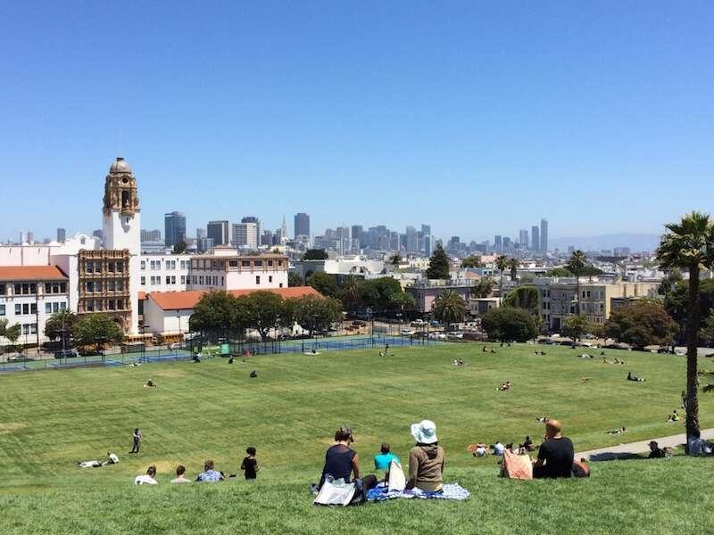 Dolores Park, gramadão maravilhoso com vistas bonitas da cidade. Ideal para Picnic