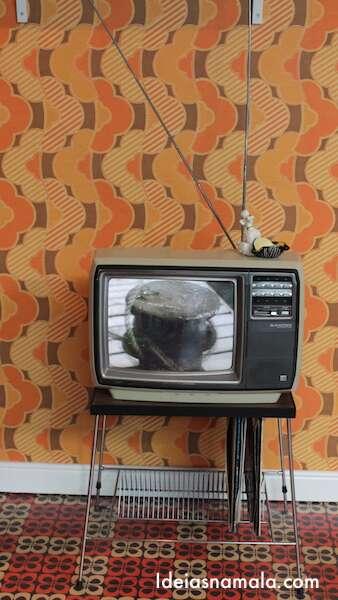 TV antiga passando comercial da Guinness