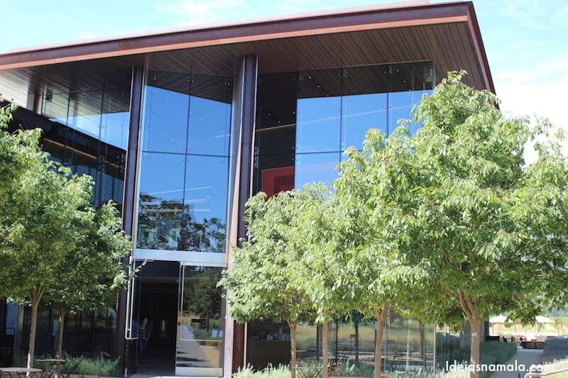 E olha só o novo prédio que moderni