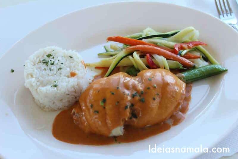 Camarões com legumes e arroz