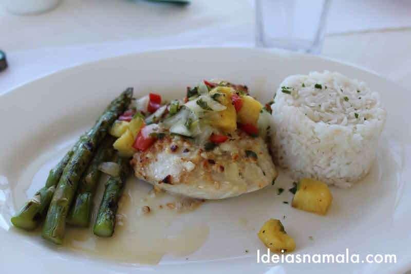 Peixe com aspargos e arroz