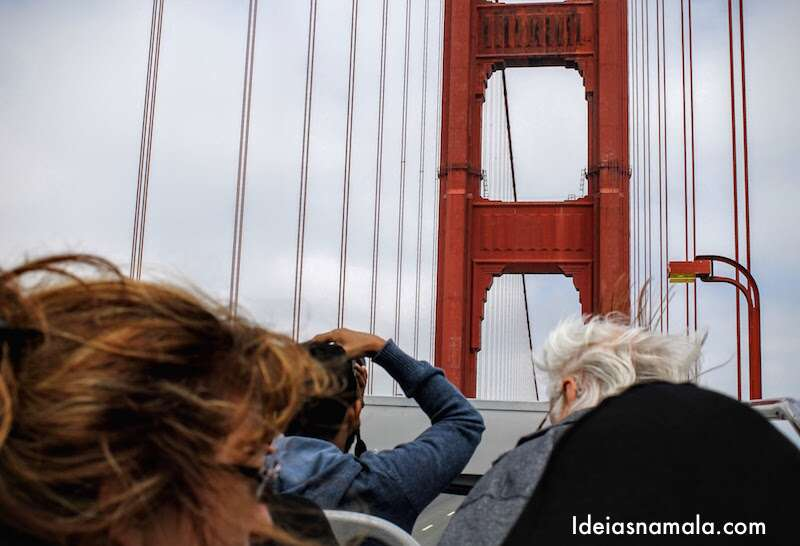 Ônibus turistico na Golden Gate Bridge
