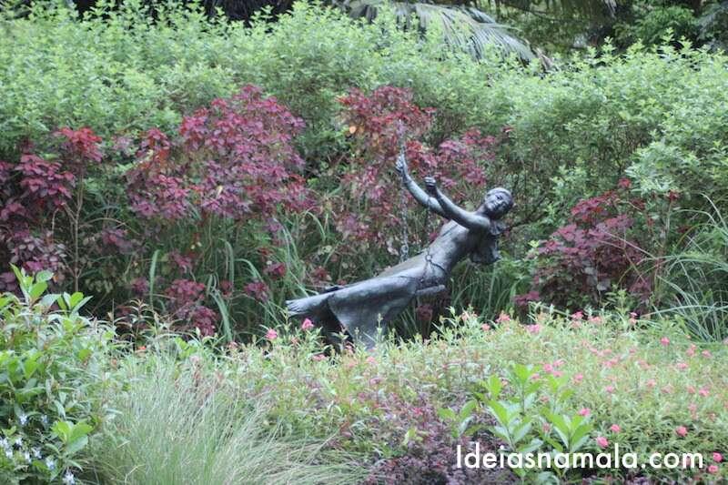 Estátua: menina balançando - Jardim Botânico de Cingapura