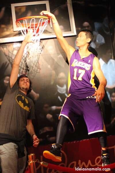 Jogando basquete no Madame Tussauds