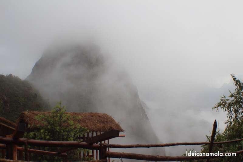Névoa cobrindo Huayna Picchu