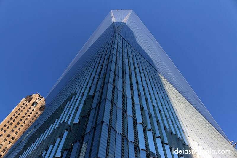 One World Trade Center junto ao memorial de 1 de setembro
