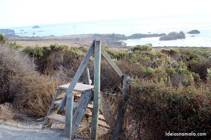 Escada no acostamento em Big Sur
