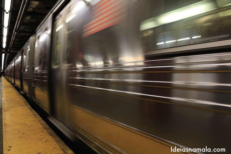 Metrô em movimento