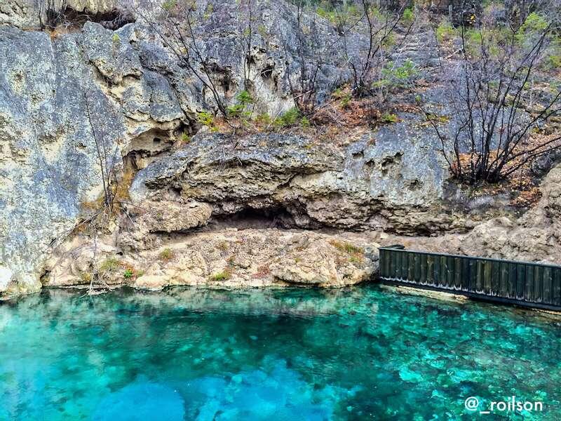 Parte de fora da Caverna Basin