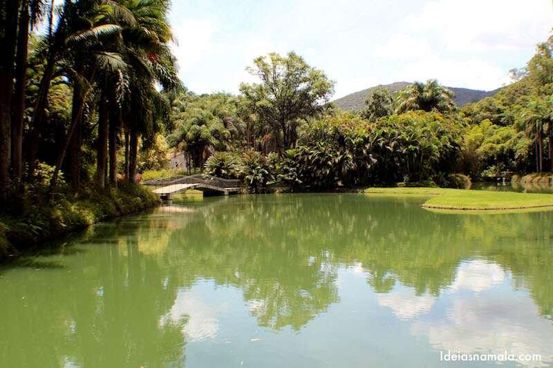 Lago na entrada de Inhotim