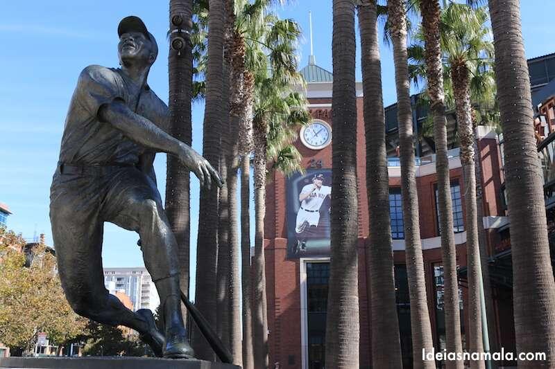 Willie Mays na porta do AT&T Park