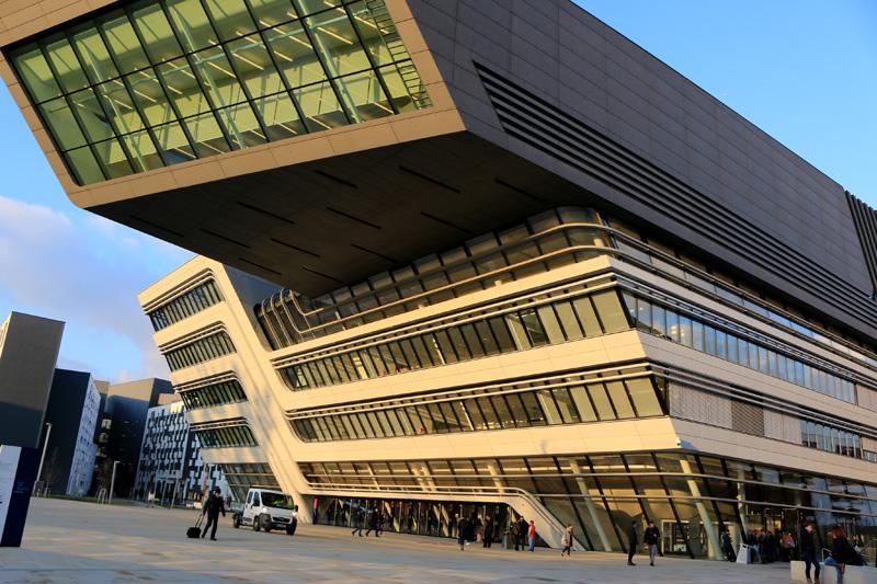Campus moderno da Universidade de Viena WU