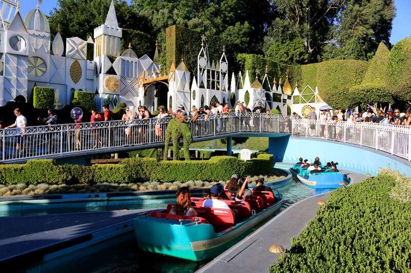 It's a Small world na Disney California