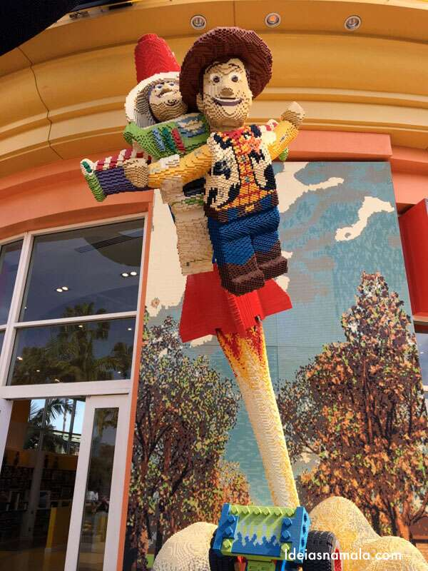 Loja da Lego na Downtown Disney California