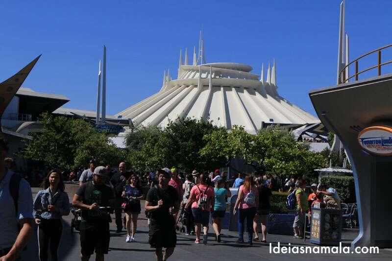 Space Mountain na Tomorrowland da Disneyland