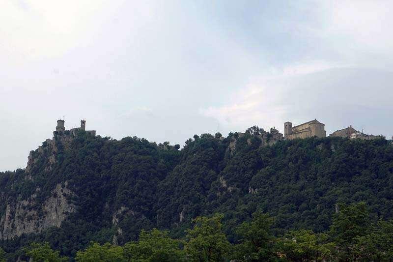 San Marino visto de baixo