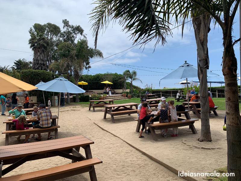 Mesas ao ar livre no Padaro Beach Grill