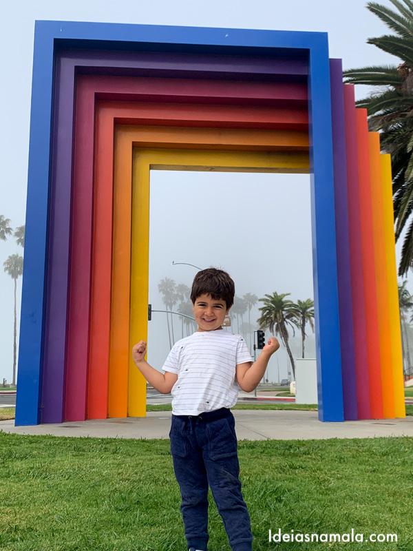 O colorido Chromatic Gate em Santa Barbara